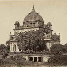 The tomb of Saadat Ali Khan II is one of many monuments to the region's past.